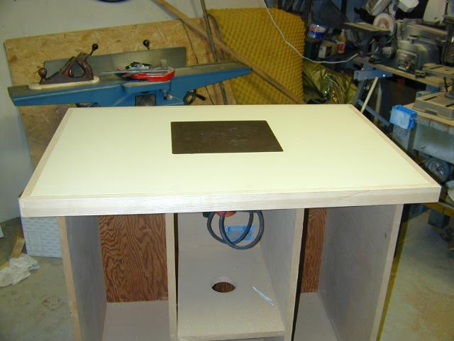 Bill es router table pieces of mdf together once that dried i laminated some matte finish laminate to both the top and bottom i now had a top which looked good was flat greentooth Image collections